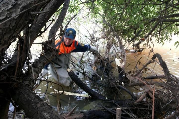Cотрудники экстренных служб эвакуировали неменее 400 человек иззатопленных дождями сел Приморья