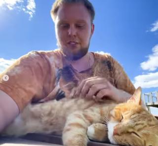 Фото: скриншот lionspark.ru | Приморцев восхитил внештатный сотрудник популярного частного зоопарка