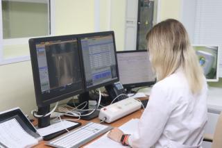 Фото: Екатерина Дымова / PRIMPRESS | Молодые врачи Находкинской городской больницы ежемесячно получают дополнительные 10 тысяч рублей