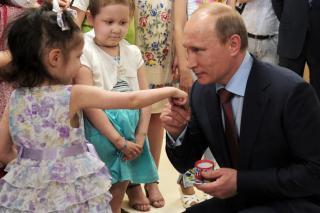 Фото: пресс-служба Кремля   «Вы очень талантливый и умный»: дети пришли в восторг от Путина в Приморье