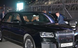 Фото: kremlin.ru   Владимир Путин впервые проехал по Владивостоку на президентском «Аурусе»