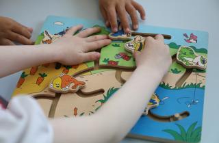 Фото: Александр Сафронов/ Правительство ПК   Приморским семьям с детьми от 3 до 7 лет  помогают правильно подать заявление на ежемесячную выплату