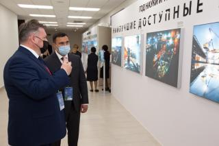 Фото: АО «Восточный Порт»   Фотовыставка АО «Восточный Порт» вызвала живой интерес у посетителей и участников ВЭФ-2021