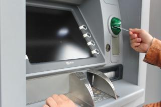 Фото: pixabay.com | Почему банкомат может не отдать карту обратно?