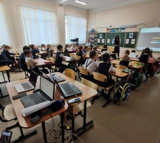 Фото: PRIMPRESS / Софья Федотова | Анна Кузнецова: необходимо реализовывать программы воспитания в школах