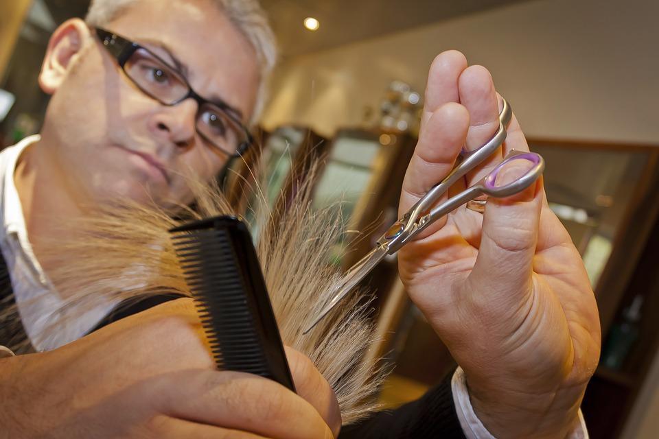 Топ-5 бесполезных и опасных салонных процедур для волос