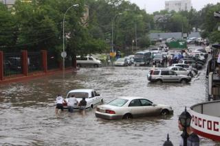 Фото: кадр из видео | «Не выходите в этот час на улицу»: названо время максимального удара ливня по Владивостоку