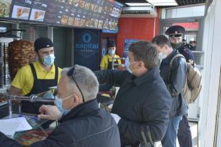 Фото: PRIMPRESS   Всех, кто покупает уличный фастфуд, ждет изменение