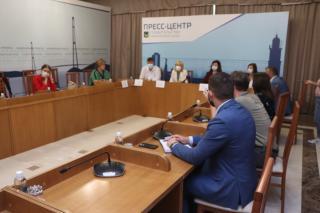 Фото: Екатерина Дымова / PRIMPRESS   Вернуться к нормальной жизни: в Приморье обсудили важность вакцинации трудовых коллективов