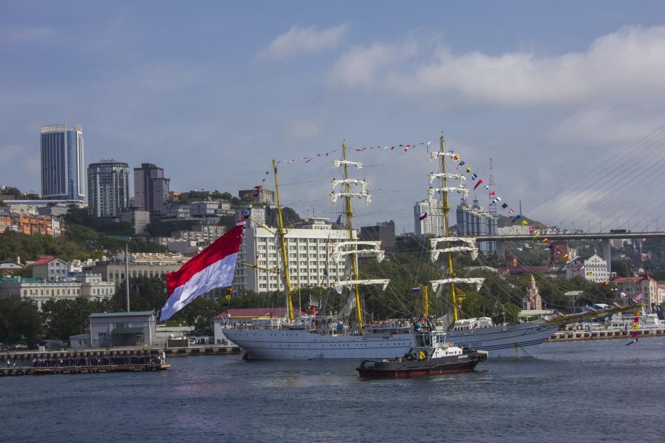 Иностранные парусники попрощались с Владивостоком