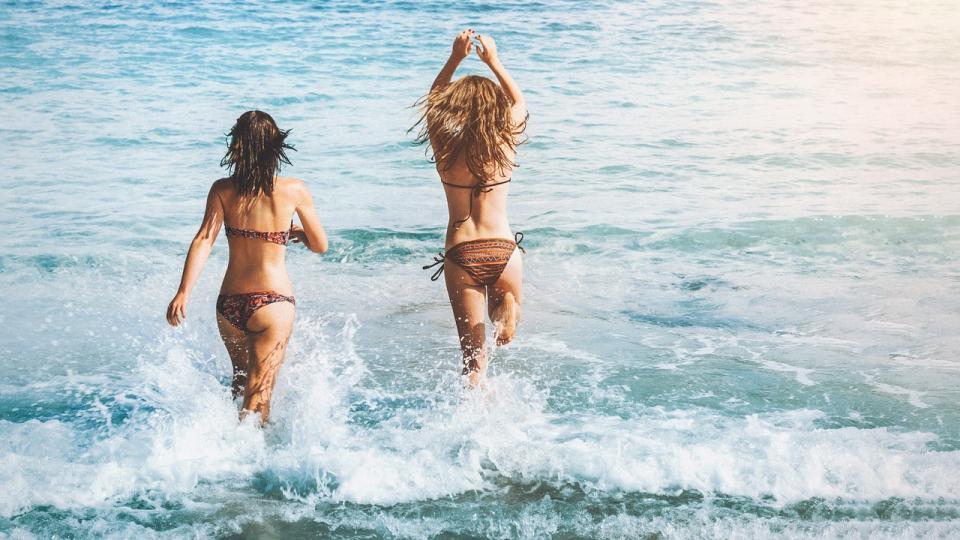 «И это считается красиво?»: фото девушек в бикини вызвало жаркие споры