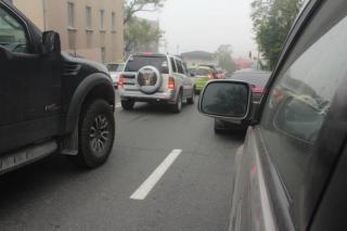 Фото: PRIMPRESS   Озвучен штраф для водителей, которые не пускают встраивающихся в поток