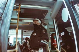Фото: Анна Шеринберг / PRIMPRESS   Проверкина соблюдение масочного режима ежедневно проходят вобщественном транспорте Владивостока