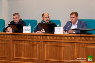 Фото: Максим Долбнин/vlc.ru | Общественные наблюдатели посетили очередное расширенное совещание, прошедшее под руководством главы Владивостока