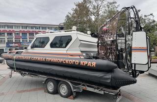 Фото: министерство ГОЧС Приморского края   Приморские спасатели получили в пользование уникальную аэролодку и четыре аварийно-спасательных автомобиля