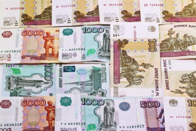 Рубль укрепляется из-за глобального ослабления курса доллара