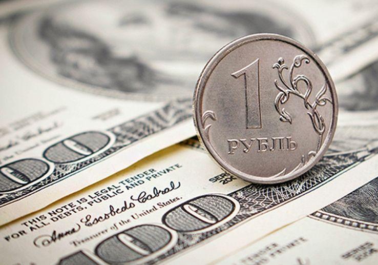 Обвал рубля помогает России, заявили экономисты