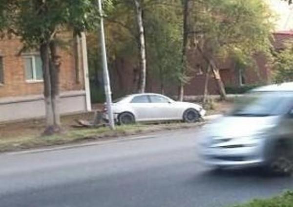 «Проклятое место»: автомобилисты Приморья врезаются в одно и то же дерево
