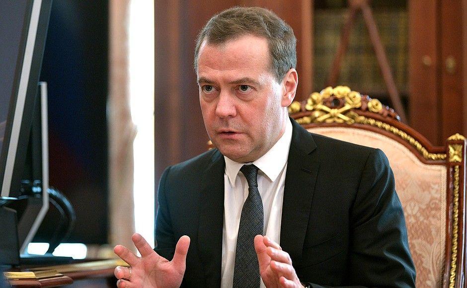 Медведев анонсировал очередное повышение штрафов ГИБДД
