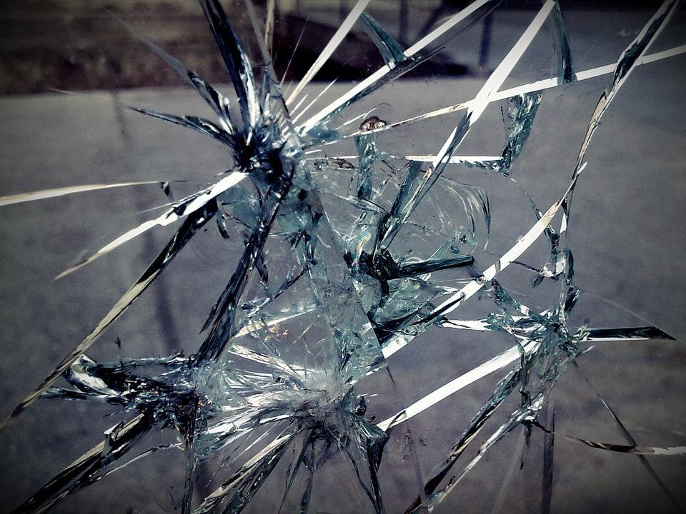 Во Владивостоке хулиганы повредили Land Cruiser–200