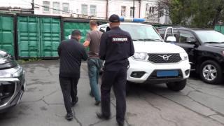 Фото: ресс-служба УМВД России по Приморью | В дело вмешался Интерпол: во Владивостоке задержали иностранца, разыскиваемого по всему миру