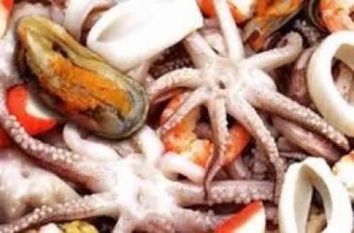 Хитрый продавец морепродуктов удивил жителей Владивостока