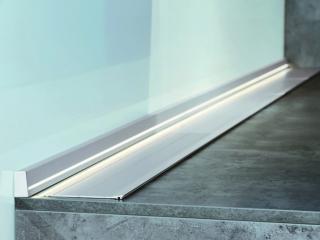 Фото: freepik.com | Преимущества выбора плинтуса из нержавеющей стали