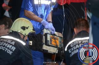Жительница Владивостока сбила своего парня и протащила его под колесами несколько метров