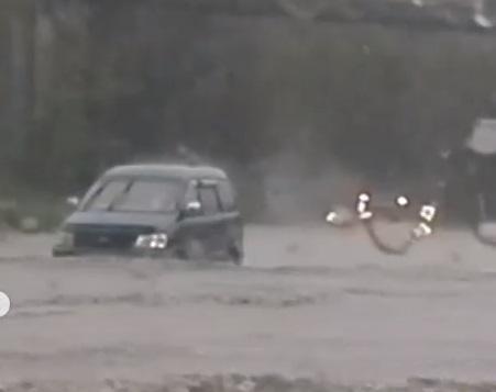 «Там лужище это с высоту полмашины»: после ливня Находку затопило