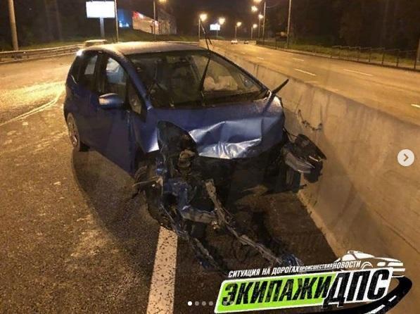 Во Владивостоке у иномарки на ходу выпал двигатель