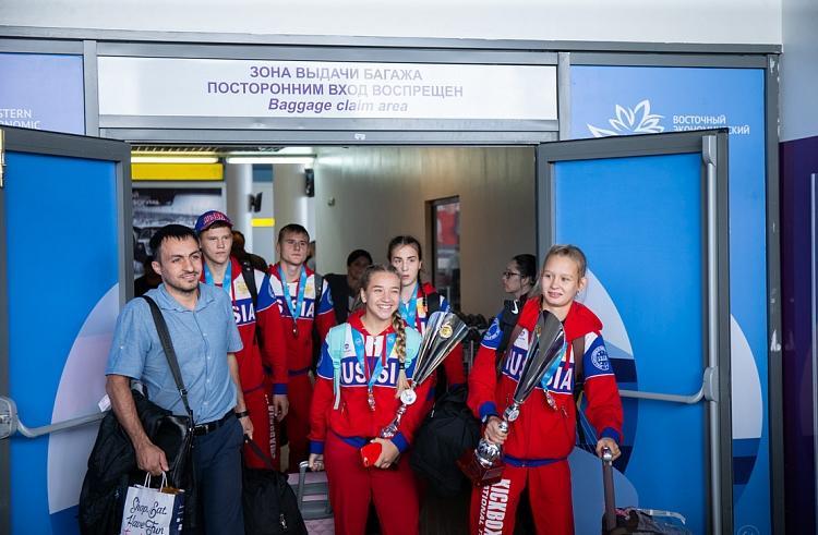 Триумфаторов первенства мира по кикбоксингу встретили в Приморье