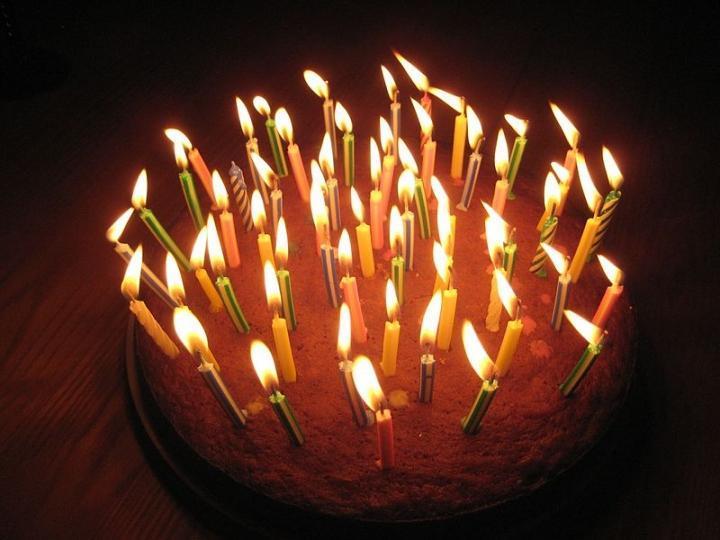 Свежий торт, купленный в популярном магазине, шокировал жительницу Владивостока