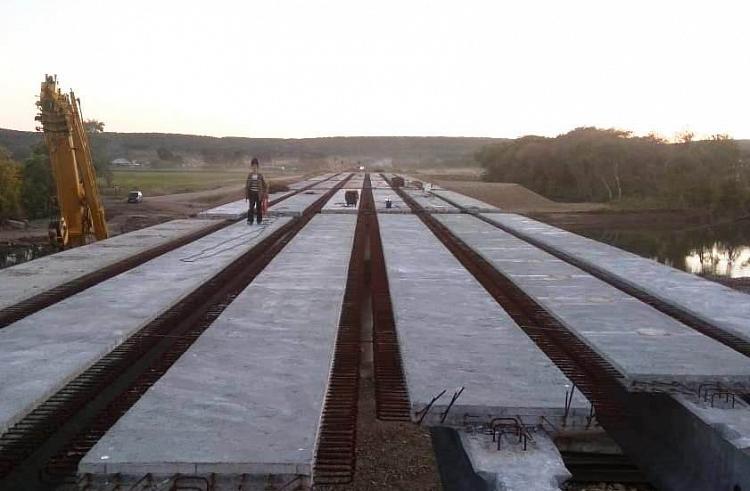 Новый мост в Кроуновке: накануне завершили монтаж балок