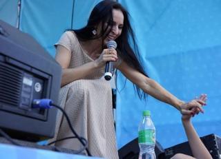 Фото: instagram.com/lyalya_aleksakova/   «Из Владивостока»: приморская певица снимает в столице клип на новую песню