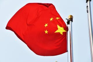 Флаги КНР на улице возмутили жителя Владивостока