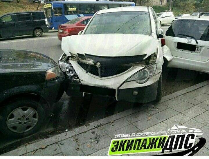 Вцентре Владивостока столкнулись 4  автомобиля