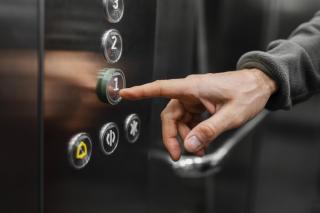 Фото: pixabay.com | «Нападение на лифт с ножом». Приморцы обсуждают странное поведение мужчины