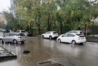 Фото: vlc.ru   «За час ушла под воду»: появилось видео, как затопило ул. Иманскую во Владивостоке