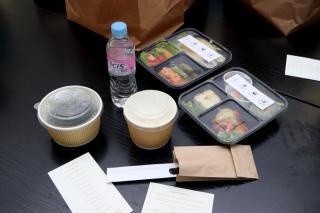 Фото: Екатерина Дымова / PRIMPRESS | Генеральное консульство Республики Корея во Владивостоке провело акцию «100 обедов для врачей»