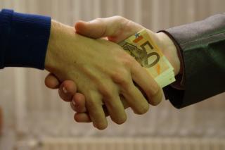 Фото: pixabay.com | Во Владивостоке перед судом предстанет экс-чиновник, обвиняемый в получении крупной взятки