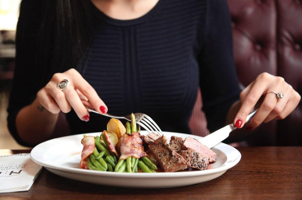 Тест PRIMPRESS: Умеете ли вы вести себя в ресторане?