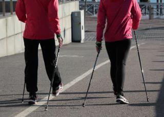 Фото: pixabay.com | В Приморье проект «Прогулка с врачом» получил инвентарь для скандинавской ходьбы