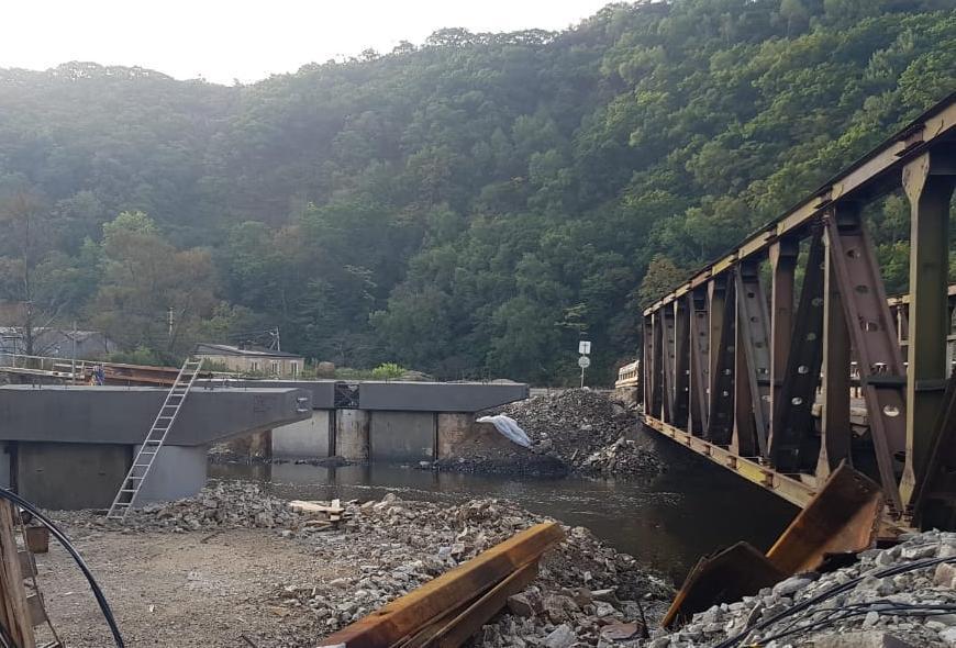 В Приморье продолжается возведение 127-метрового моста через реку Соколовку
