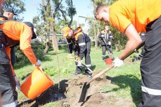 Фото: «ННК-Приморнефтепродукт»   Нефтяники АО «ННК-Приморнефтепродукт» приняли участие в общероссийском экологическом субботнике