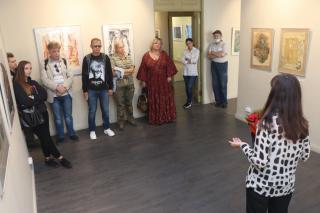 Фото: Екатерина Дымова / PRIMPRESS | Во Владивостоке открылась выставка шелкографии из частной коллекции Константина Кузьминых