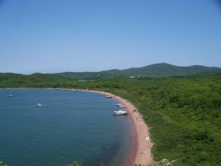 Отдых туристов на дорогом авто грубо прервали аборигены на острове Русском