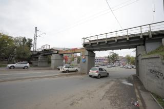 Фото: Анастасия Котлярова / vlc.ru   Движение восстановлено. На Луговой убрали обломки моста