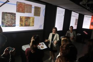Фото: Екатерина Дымова / PRIMPRESS   Во Владивостоке открылась выставка «Роль учителя в истории России»