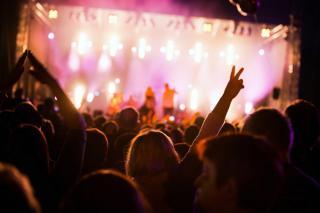 Фото: freepik.com   В Приморье проводят культурные мероприятия на свежем воздухе с участием автоклубов