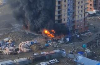 Фото: скриншот | «Очень жестко горит»: во Владивостоке случился крупный пожар в новостройке